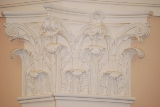 An original Corinthian capital on a pilaster.